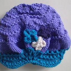 Cappellino da bambina in lana merino con fiori