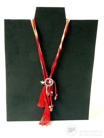 Colgante de tela algodón reciclada color rojo hecho a mano