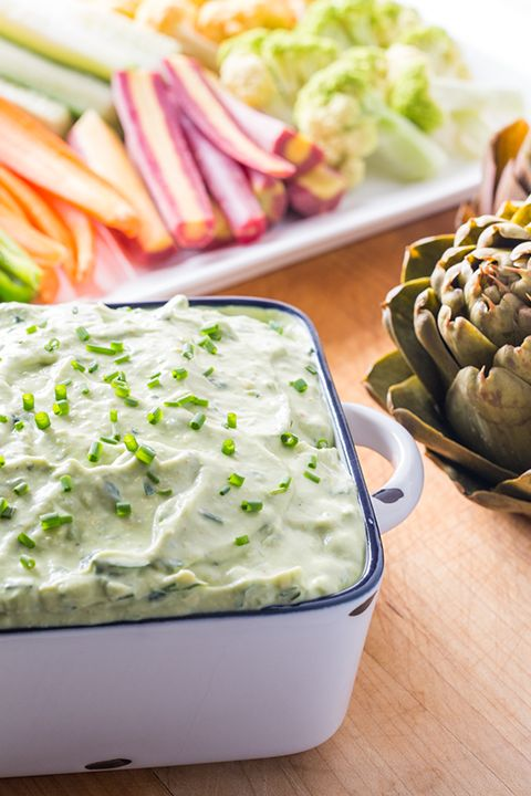 INGREDIENTS BY SAPUTO | We all love guacamole. But here's an original recipe idea to change things up a bit: avocado and fresh herb dip. This easy vegetarian dip with sour cream, avocados and herbs will delight your whole family! Try it… your chips will thank you!