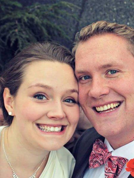 Nach der Hochzeit postet ein Paar sein liebstes Foto im Internet. Doch was versteckt sich da im Hintergrund? Gruselig!Die Hochzeit soll