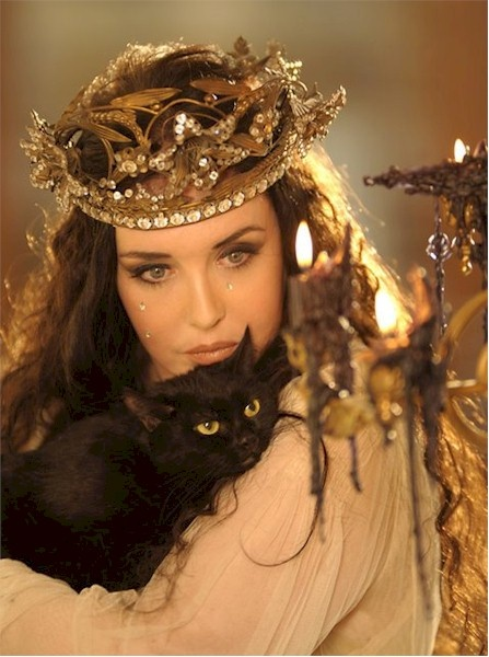 The Witch Queen & her Familiar (Isabelle Adjani)