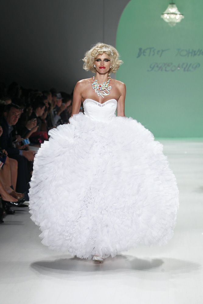 Betsey Johnson S 2017 Fashion Show Wedding Dress