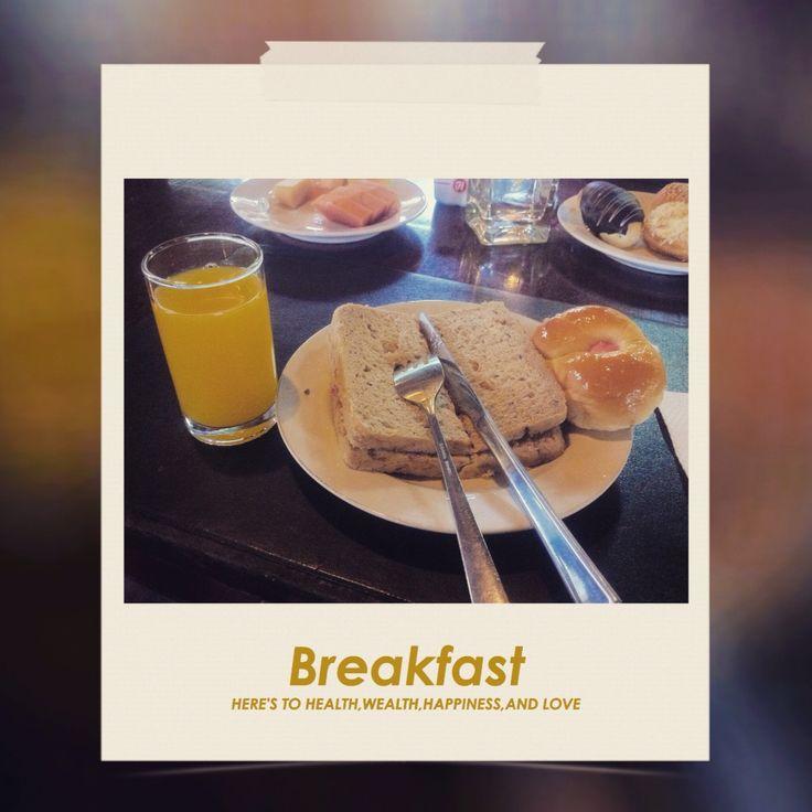 roti gandum dan orange juice, so nice for breakfast