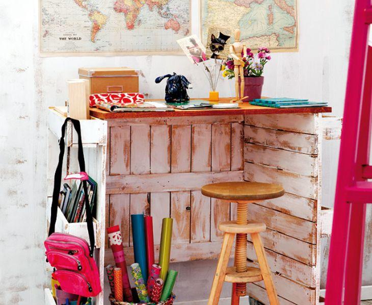 Mesa con palets, escritorio creativo.