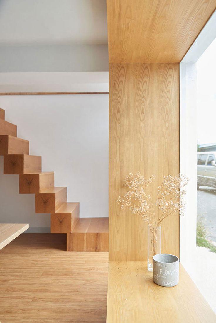 O objetivo dos arquitetos da HAO Design doi criar ambientes com bastante amplitude. Por isso, buscaram um equilíbrio perfeito entre espaço e iluminação. As