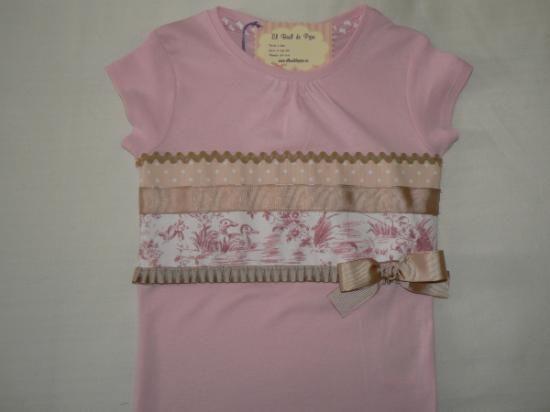 camiseta decorada en camel y rosa.  camiseta de algodón.,telas de algodón. cosido a mano.