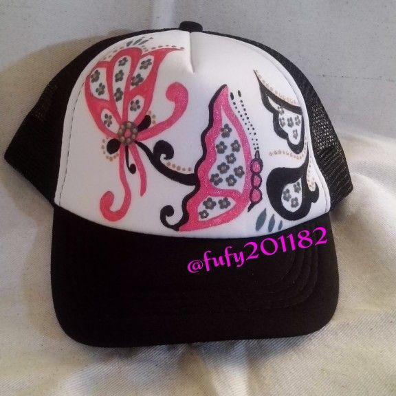 Gorra pintada a mano con tema de pollera