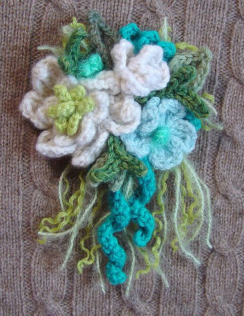 Crochet Corsage Pin White Turquoise Cream