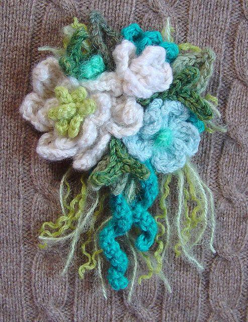 Crochet Corsage Pin White Turquoise Cream