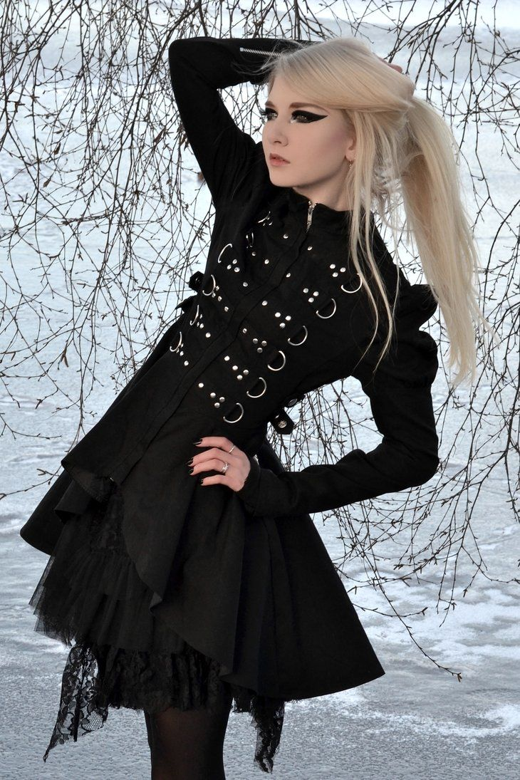 Gothic Maria Amanda, Photographer: Helle Gry, Coat from The Gothic Shop.