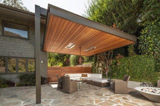 aménagement terrasse avec un auvent en bois