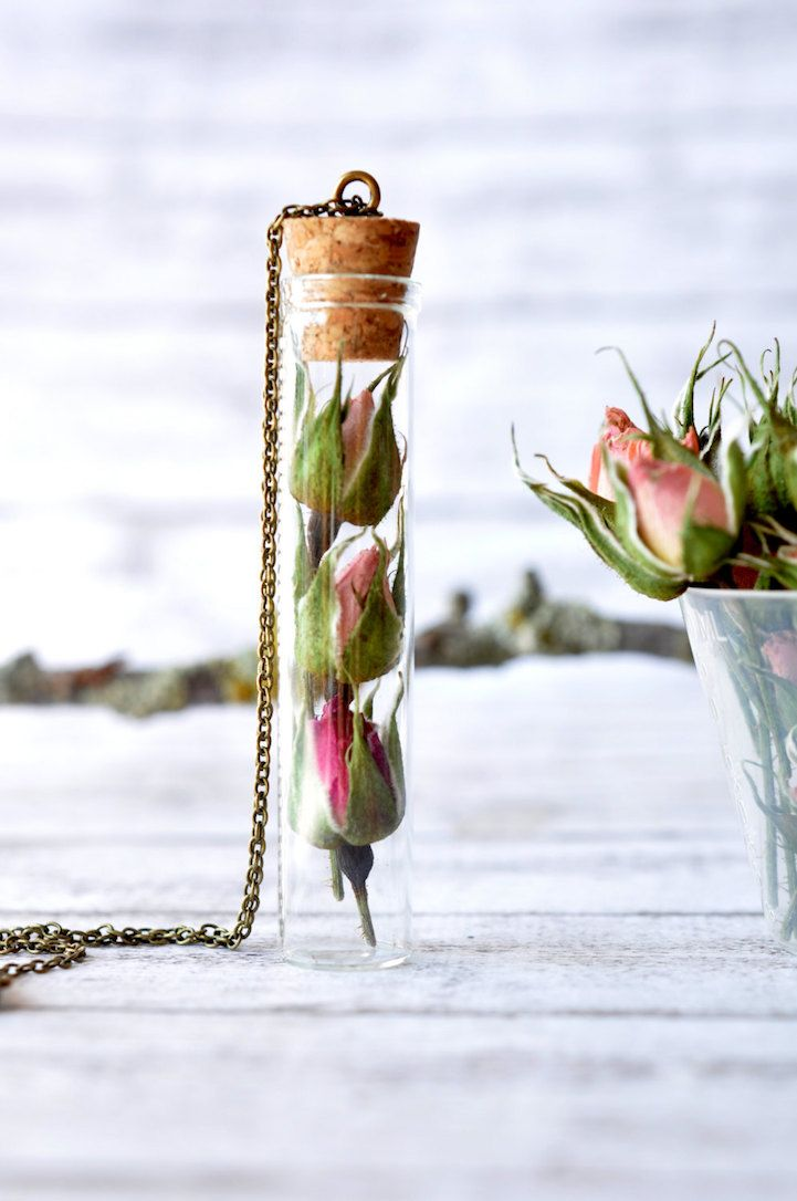 Enchanting Necklaces Preserve Whole Flowers in Their Pendants - My Modern Met