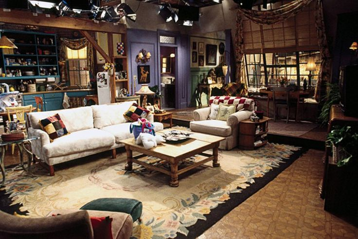 Every time I watched this show I noticed the purple wall with yellow accents and the mix-n-match kitchen chairs <3