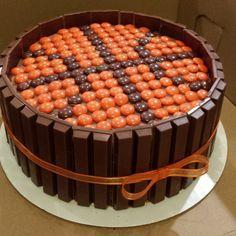 Kit Kat Basketball cake                                                                                                                                                      Más