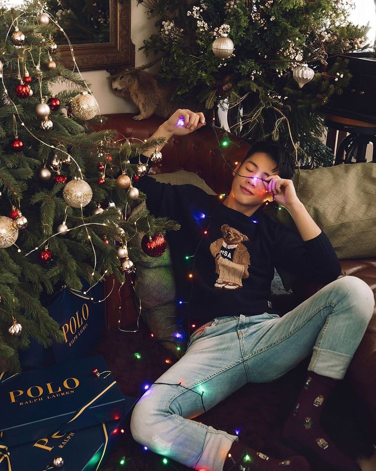 """Cheng. 成 trên Instagram: """"Love the teddy bear sweater by @poloralphlauren and my adorable Christmas tree !!!! 送上今年第一組聖誕貼 ..."""