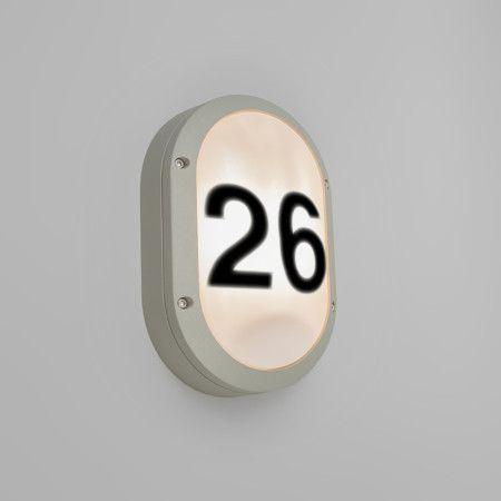 Wandleuchte Storm oval 1 hellgrau mit Hausnummer Aufklebern Hochwertige Außenleuchte aus hochwertigem Aluminium mit Polyester-Pulverbeschichtung. Schönes Design mit extrem schlagfesten opalweißem Kunststoffschirm, ideal für öffentliche Bereiche. Diese Leuchte wird komplett mit Hausnummer Aufklebern geliefert.  #Wandleuchte #Lampe #Leuchte #Light #Außenbeleuchtung #Haustür