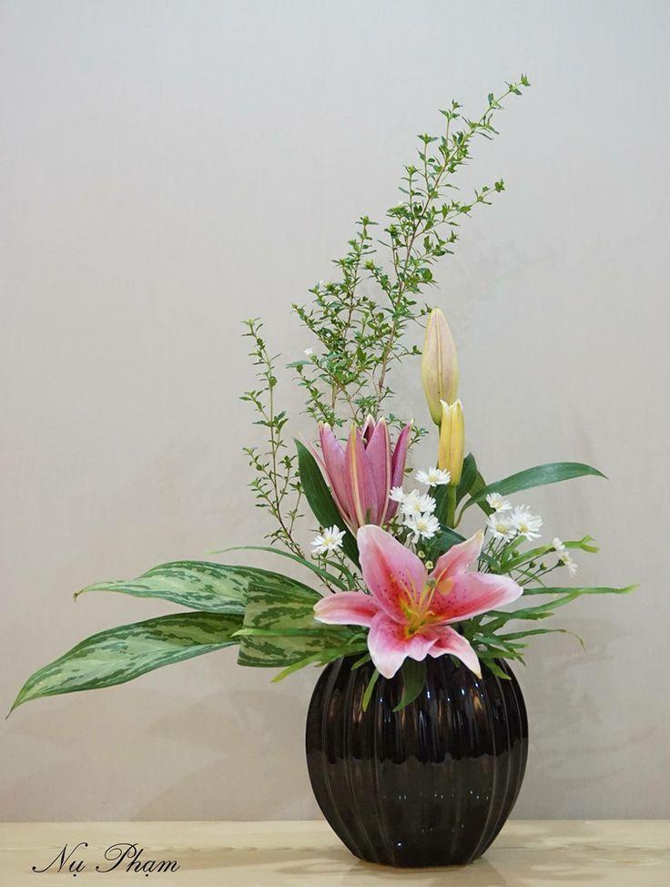 единственная ферма лилии в цветочной композиции фото день начала