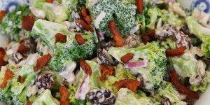 Se lige broccolisalatens flotte farver.