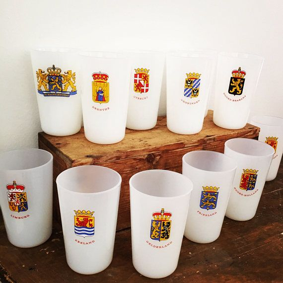 12 milk glasses/provinces/Netherlands/arms/made in