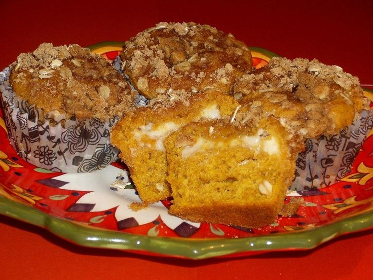 Pumpkin Cheesecake Streusel Muffins