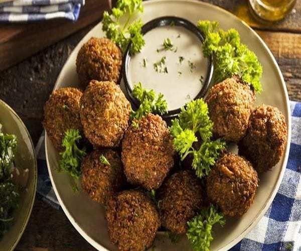 طريقة عمل الفلافل فى البيت بالخطوات Falafel Recipe Whole Food Recipes Falafel Recipe Easy