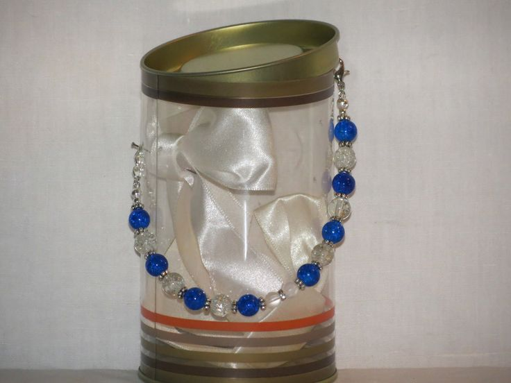 Bracelet bleu et blanc en perles de verre craquelé. : Bracelet par pawscrea
