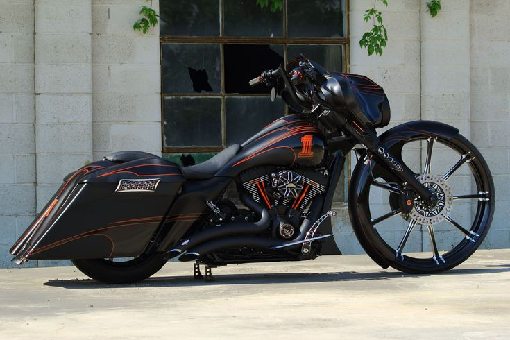 2011 Street Glide Custom Bagger – Stealth Glide | The Bike Exchange/Harley Davidson Absolutely in love with this bike! #harleydavidsonstreetglidecustom