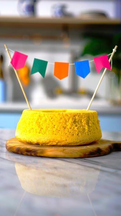 Entre no clima das festas juninas preparando esse prático e delicioso bolo de pamonha!