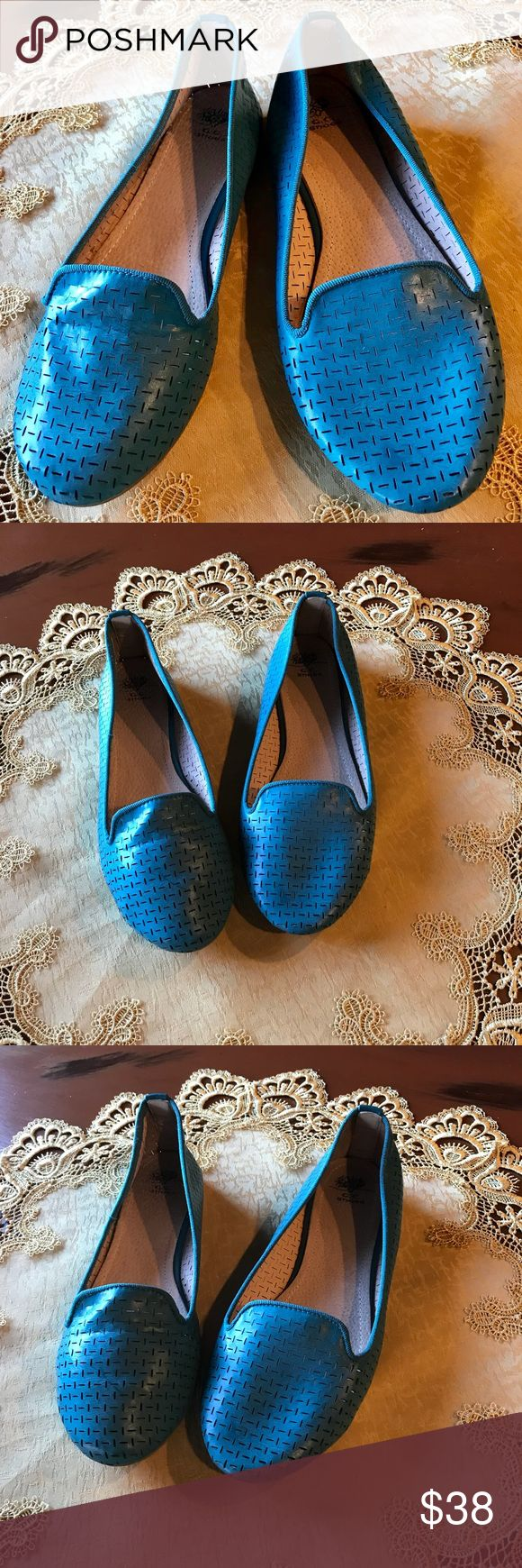 G.C. Shoe - Teal Flat - Size 9 G.C. Shoe - Teal Flat - Size 9. Worn one time - Sticker still on bottom of one shoe.  Can be worn for dress or casual.  Purchased at DSW. Nice condition. G.C. Shoes Shoes Flats & Loafers