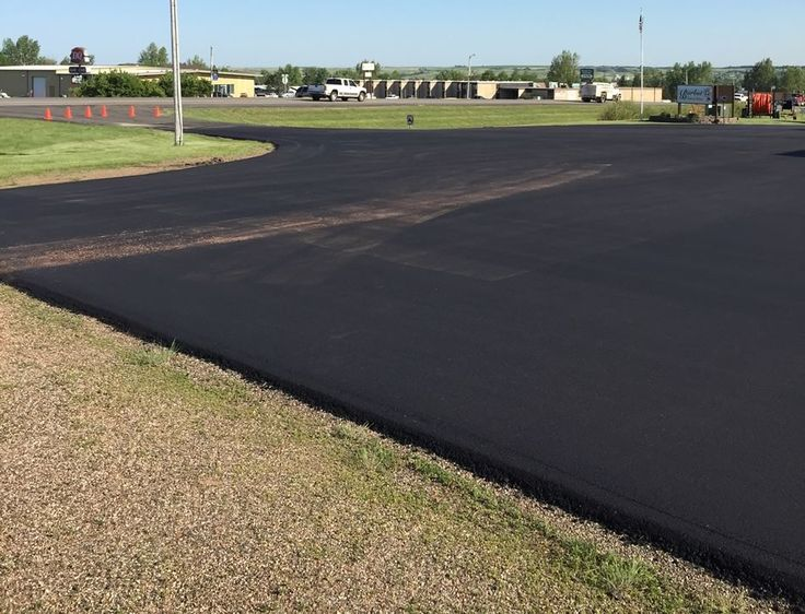 Looking for an asphalt paving contractor? We are a paving company that offers hot mix, sealing coating, driveways & repairs of potholes.