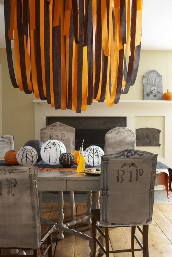 Crepe Paper Halloween Decorations @thedailybasics ♥♥♥
