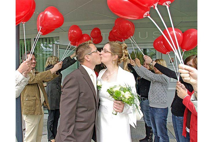 Die Ballondrucker: Dekoset: Spalier aus Herzluftballons bestellen - Die Ballondrucker - Westeifel Werke