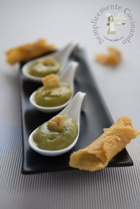 """""""Cannoli di parmigiano reggiano e crema di zucchine"""", la ricette di Laura del blog """"Semplicemente cucinando"""" http://www.semplicementecucinando.it/2014/05/29/cannoli-di-parmigiano-reggiano-con-crema-di-zucchine/"""