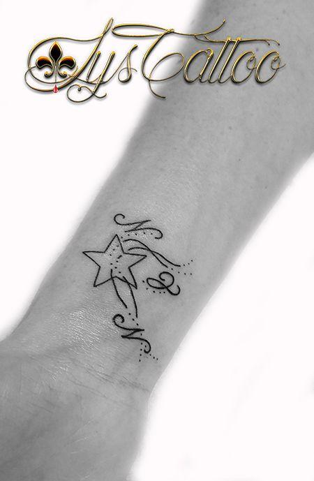tatouage minimaliste poignet étoile et lettres par lys tattoo à