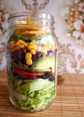 Goed idee van de 'Groene meisjes': Meeneem-Mexicaanse salade in een pot http://www.degroenemeisjes.nl/groen-zonder-poen-mexican-salad-jar