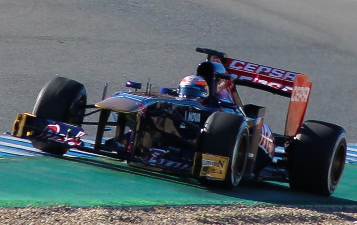 http://upload.wikimedia.org/wikipedia/commons/d/d8/Toro_Rosso_STR8_F1_2013_Jerez_%28cropped%29.jpg
