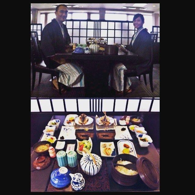 Puas banget bisa bergaya ala jepang tradisional di hotel ini. Dari ryokan tatami futon onsen japanese style breakfast yukata pluss amazing view of Lake Kawaguchi & Mt. Fuji  . . #yukata #japanesefood #breakfast #mifujien #lakekawaguchi #kawaguchiko #yamanashi #mountfuji #japan #kaiseki #instafood #foodgasm #delicious #traditionaljapanesefood #spring #ilovejapan #ilovetravel #travel #gopro #travelwithgopro #instatravel #suiren #japaneserestaurant #japanesestyle #japanesecuisine…
