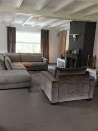 Afbeeldingsresultaat voor woonkamer paarse gordijnen steigerhout