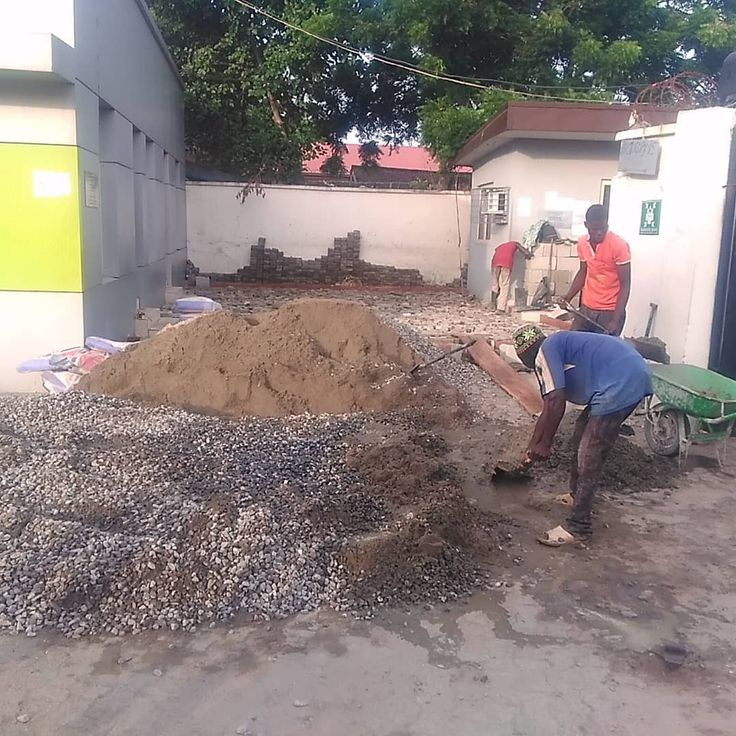 Casting of foundation slab to receive tiles at the proposed waiting area at passport office IKOYI for heritage bank. #construction #constructionworker #constructionindustry #heritagebank #banks #bankingindustry #woodfabrication #wood #woodworker #woodworking #carpenters #carpentry