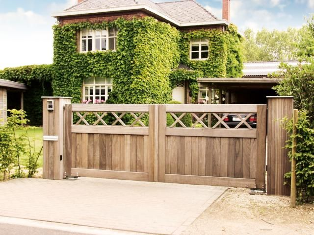 On trouve de différents types de portails, tels que portails pivotants, portails coulissants, etc. Photo: www.collstrop.be (portail de jardin • bois)