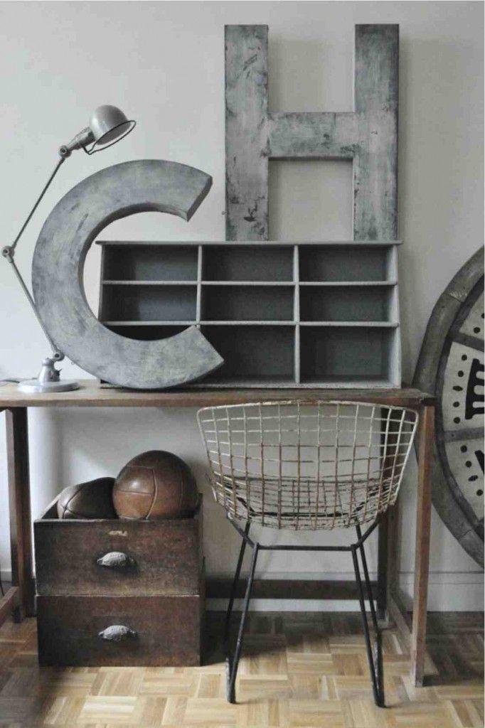Industriële accessoires om je huis stoerder te maken. Kijk bijvoorbeeld bij loods 5 vintage om zelf toffe items te scoren.