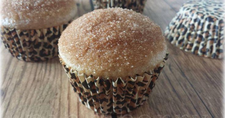 Mennyei Fahéjas muffin recept! Isteni puha, és nagyon finom muffin. Napokig puha is marad. Ha még csempészünk a tésztába egy kis szilvát, na úgy isteni őszi süteményt kapunk. Ez a recept 4 főre, avagy 12 db muffinra elég.