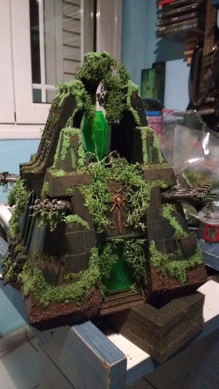 Newest addition to my overgrown Necron theme : Warhammer40k