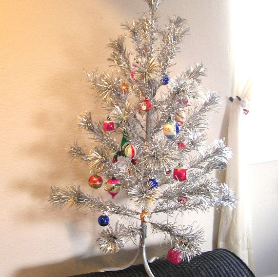 Christmas Tree With Silver Decorations: 17 Best Ideas About Silver Christmas Tree On Pinterest