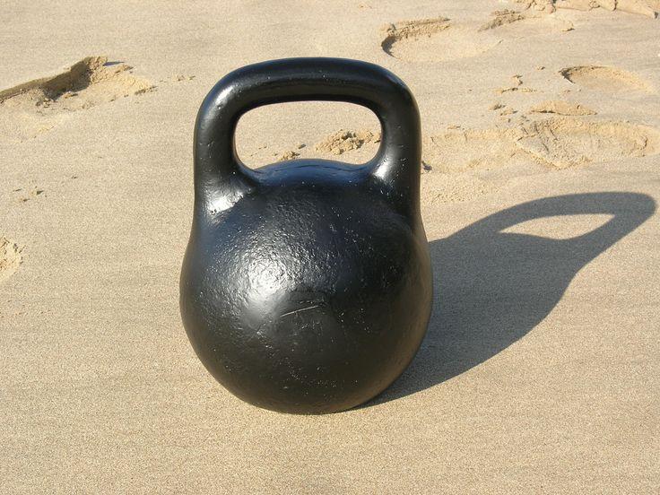 Pesas rusas o kettlebell, antiguas e irremplazables compañeras de entrenamiento! http://www.fitnessplaya.com/index.php/2012/05/pesas-rusas-o-kettlebell-antiguas-e-irremplazables-companeras-de-entrenamiento/