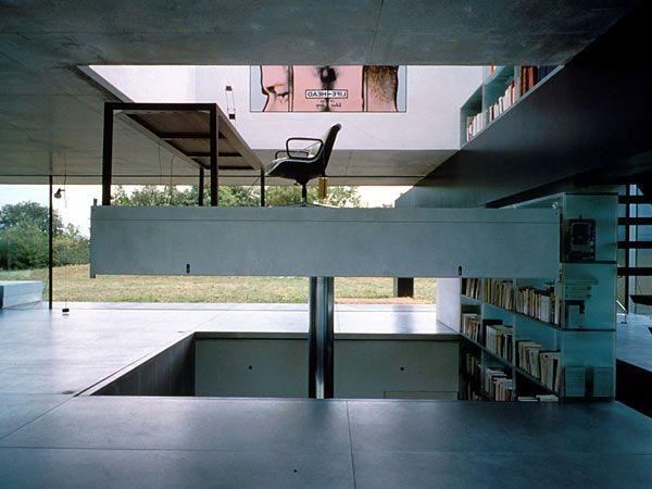 Moving platform in Rem Koolhaas' Maison à Bordeaux (wheelchair access)