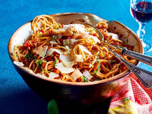 Unser beliebtes Rezept für Spaghetti mit Linsenbolognese und mehr als 55.000 weitere kostenlose Rezepte auf LECKER.de.