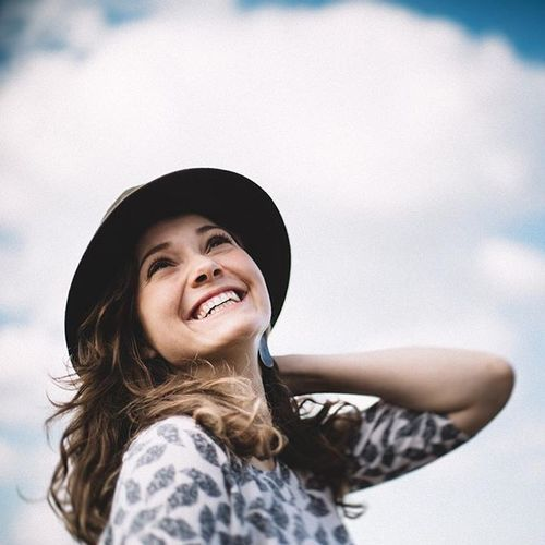 Another day, another beautiful smile from Marlies :) #smile #smallthings #beauty #girl #cute #lief #women #brunette #happiness #sky #photography #fotografie #portrait #portret #meisje #mooi #nl #dutch #vintage #inspiration #weddinginspiration