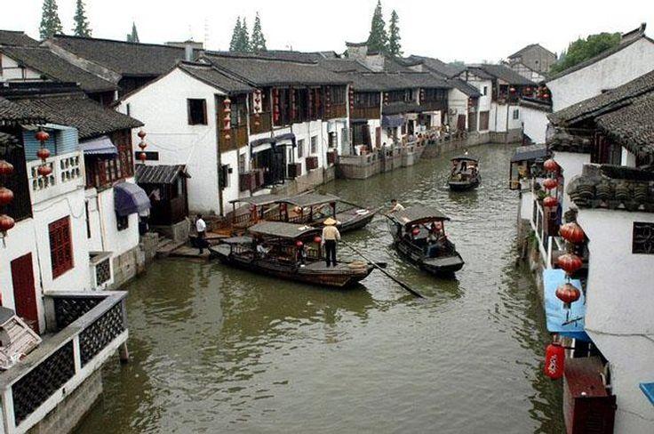 Chiny - Szanghaj , gondole i kanały w ZhuJiaJiao