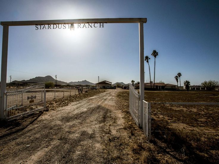 http://cognitivejourneys.com/index.php?threads/stardust-ranch.155/  Stardust Ranch - aliens, UFO - weird things happen - read more